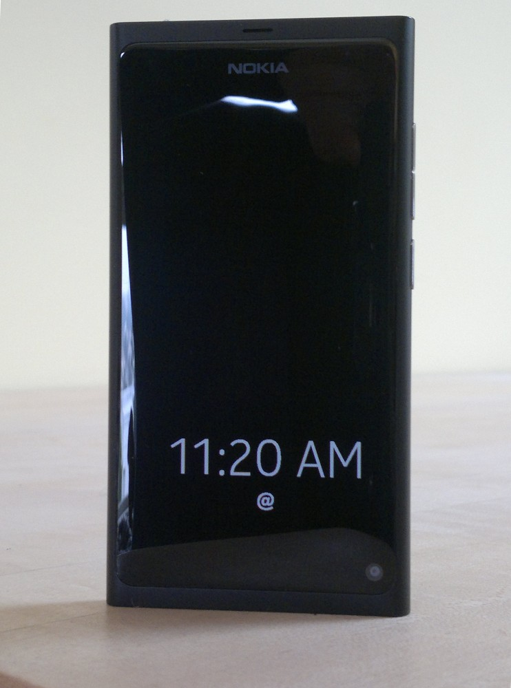Nokia N9 Locked with Screensaver