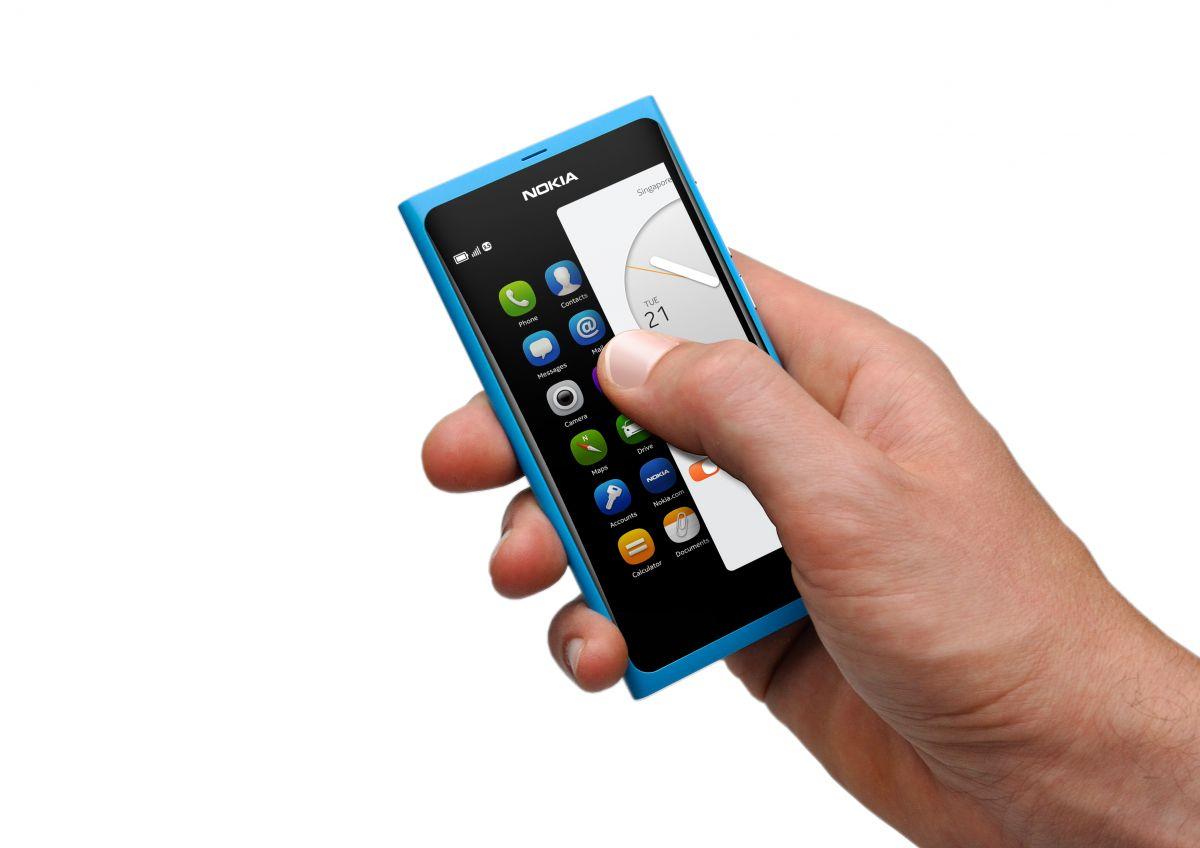 Nokia N9 - The Homescreen Is Just a Swipe Away